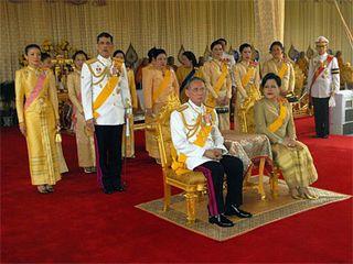 King_thailand_400
