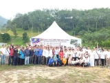 Group photo before the volunteers start to their respective areas to clean-up.