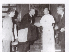 H.H. Kyabje Trijang Rinpoche with the Pope
