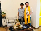 It is nice to see a friend in Nepal receiving a beautiful Bhagwan Dorje Shugden gift from myself. I wish him well always. Tsem Rinpoche