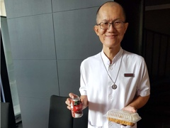 On behalf of our Puja House team, Pastor Tat Ming receives food and drinks from Rinpoche. Rinpoche wanted to make sure the hardworking Puja House team are always taken care of.