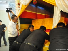Rinpoche's kudung is carefully placed in the carriage.