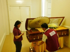 Pastor Yek Yee do last rite for the deceased. By Puja House 26 December'15