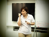 Teacher Alice explained the lesson to the kids of age group 7-8 years old with precisely. Victoria Lam KSDS