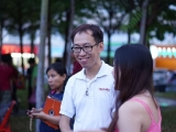 Old friends met at the KSDS Lantern Festival Charity Bazaar due to the power of social media. P. Adeline