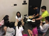 Teacher Grace guided the elder group of KSDS students to do the simple Halloween Finger Cookies. Alice Tay, KSDS