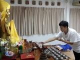 Ms. Mok Pui Leng has offered lights and incense to Lama Tsongkhapa and all the Buddhas on behalf of KISG today. So Kin Hoe (KISG)