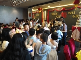 Before the wedding lunch, the #children are Q up for Ang Pow #happy #幸福 ~ Guat Hee