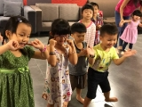 Lively kids move their body and dance together with the teachers. Alice Tay, KSDS