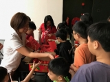 Teacher Lin Mun distributed orange to each of KSDS students before Chinese New Year. Alice Tay, KSDS