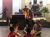 Teacher Kien led the students to recite Migtsema & Manjushri mantras before the class start. Alice Tay, KSDS