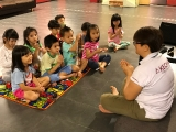 Teacher Asyley guided the youngest group of KSDS to do prayers before the class start. Alice Tay, KSDS