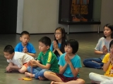 Children were very attentive when doing prayer before the start of Sunday dharma class. Lin Mun KSDS