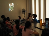 Teacher Jayce sharing an interesting topic during dharma class last week. Lin Mun KSDS