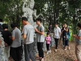 Isn't it great to see family engaging in pilgrimage & dharma work together. Lin Mun KSDS