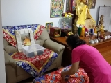 Glian Sim has offered a cup of tea to Rinpoche's shrine on behalf of KISG. So Kin Hoe (KISG)