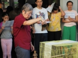 Pastor Han Nee blessing the birds before releasing them. Lin Mun KSDS