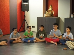 Children recite Migtsema and Manjushri mantra before the start of dharma class. Lin Mun KSDS