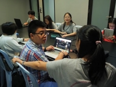 Teacher Grace and teacher Callista guided the teenage class on a blog article. They enjoyed it. Lin Mun KSDS