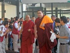 Tsem Rinpoche and Choje-la arrive. 詹杜固仁波切及确吉拉抵达。