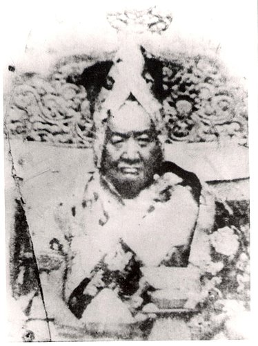 The 39th Sakya Trizin Dragshul Trinley Rinchen (1871–1936), head of the Sakya lineage, was a strong practitioner of Dorje Shugden. He is known for spreading the practice of Dorje Shugden within the Sakya tradition.
