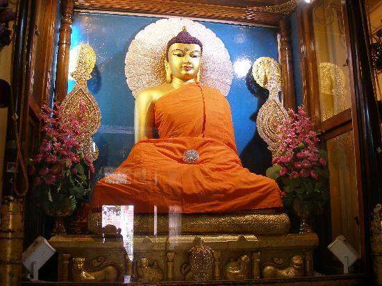 Buddha Shakyamuni statue at the Mahabodhi Temple