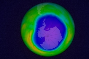 A simulation of the Antarctic ozone hole, made from data taken on October 22, 2015. Last October threw a big scare into scientists who had been tracking the Antarctic. After years of slow decline, the ozone hole blew up to its biggest size ever. ( NASA's Goddard Space Flight Center (edited by MIT News))