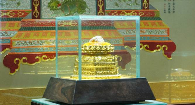 A rare piece of Buddha Shakyamuni's skull enshrined at Foding Palace