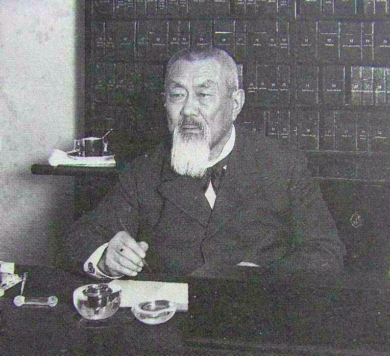 Dr Peter Badmaev