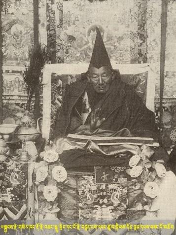 殊胜大德色贡多杰羌·阿旺次成丹登在降伏了梅塔(མེ་ཐར་)后将之交托于喀切玛波护法。