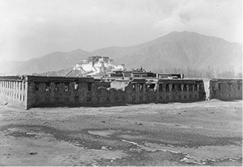 Ruins of Tengyeling Monastery in 1921 after it was destroyed by the Tibetan government.
