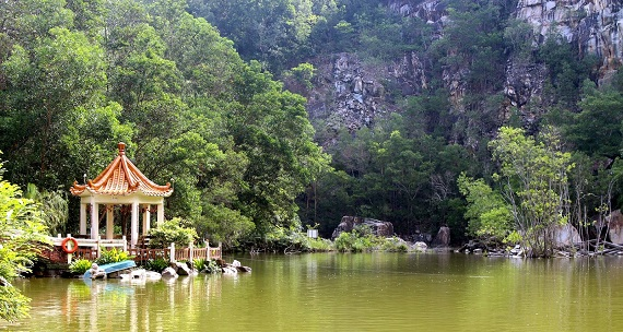 The serene surroundings of Wan Fo Tien Buddhist Temple