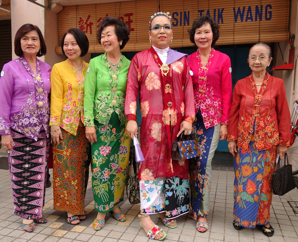 Ladies in kebaya pendek
