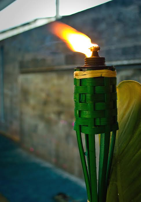 Oil lamps known as 'pelita' in Malaya, are lit from the 20th day of Ramadan to attract spirits and angels alike. It is believed that these lamps bring blessings into homes during the night of Lailatul Qadar (Night of Destiny) when the first verses of the Quran were revealed.
