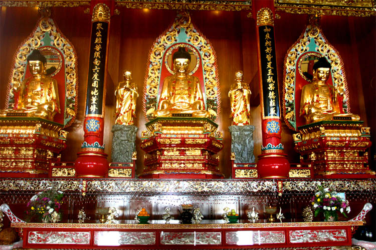 Puu Jih Shih temple houses three large golden Amitabha Buddha statues.