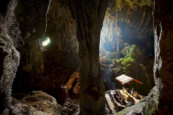 Explore the Phu Kam Cave and discover a labyrinth of galleries and limestone pillars