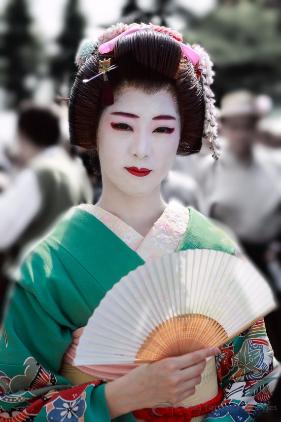 A traditional Geisha entertainer