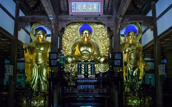 The Golden Buddhas inside Shofukuji temple Butsuden Hall