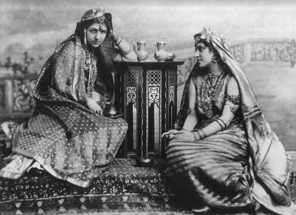 Princess Bamba Sophia Jindan (1869-1957) on the left and Princess Catherine Hilda Duleep Singh (1871-1942) on the right.