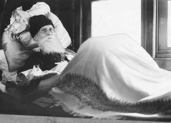 Rabindranath in his bed in a railway compartment at Howrah Station (Calcutta) on November 22,1940.