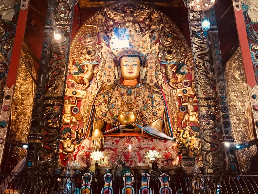 The magnificent Jowo Rinpoche statue in Tharig Sakya Monastery is said to be very similar to the holy Jowo statue in Jokhang, Lhasa