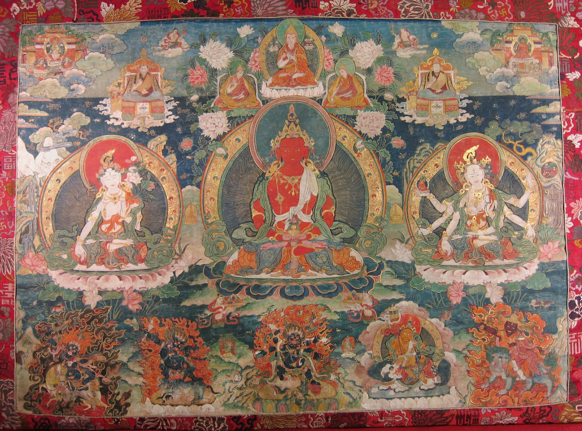 A beautiful thangka of the three long life deities as the centre images. Click on image to enlarge. For a description of the deities, click here.