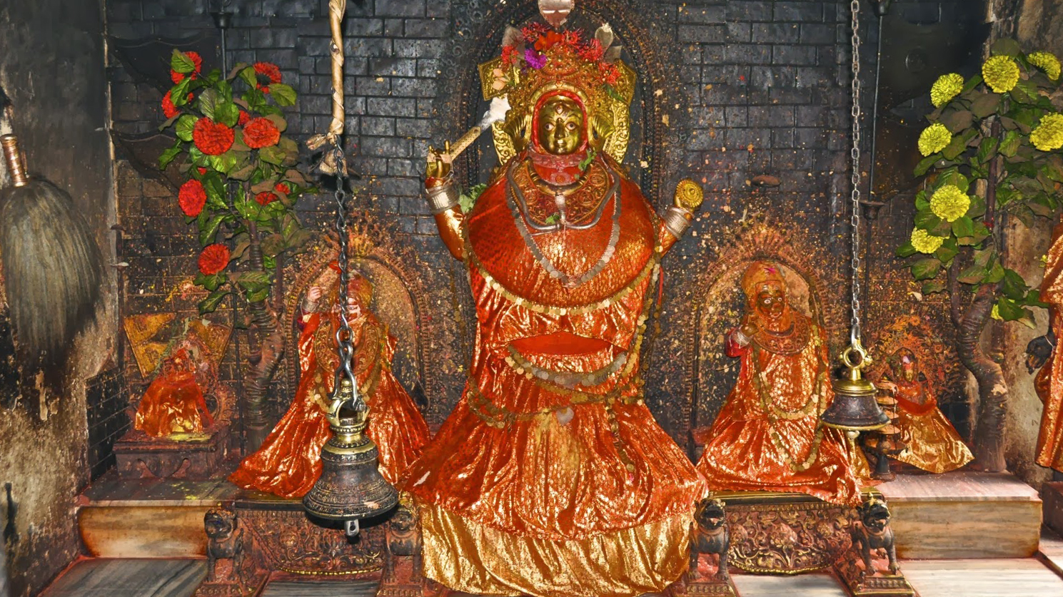 A picture of the Sankhu Vajra Yogini statue that is believed to contain the remains of the great yogini who had become one with Vajra Yogini. Click on image to enlarge.