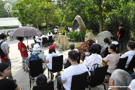 A group of volunteers and visitors came to join the Medicine Buddha puja lead by Pastor Yek Yee. Click on image to enlarge.