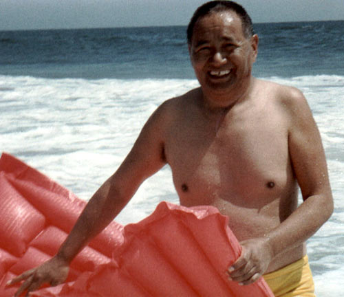 Lama Yeshe would go to the beach with students and found ways to have fun with his students to get closer to them. In this way he was able to give the perfect dharma to many. Lama Yeshe was a brilliant teacher, thinker, visionary and very devoted to his teachers.