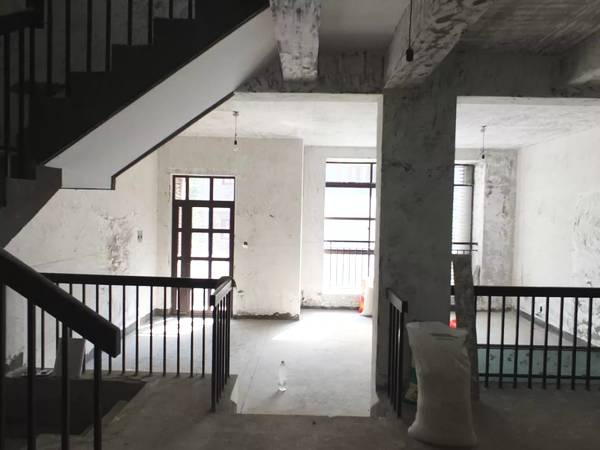 This is the original state of the house before the renovation which cost only 100,000 Yuan