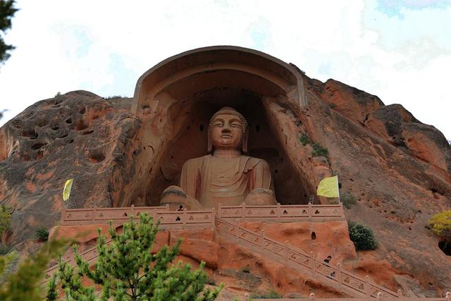 The gigantic statue of Maitreya Buddha at Xumishan Grottoes in China
