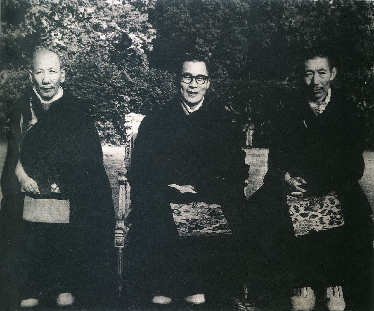 Picture of H.H. the 14th Dalai Lama and his two tutors, Kyabje Ling Rinpoche (left) and Kyabje Trijang Rinpoche (right). Both tutors relied on Dorje Shugden so as a result, the Dalai Lama followed in their footsteps and propitiated Dorje Shugden for 40 years. Click on image to enlarge.