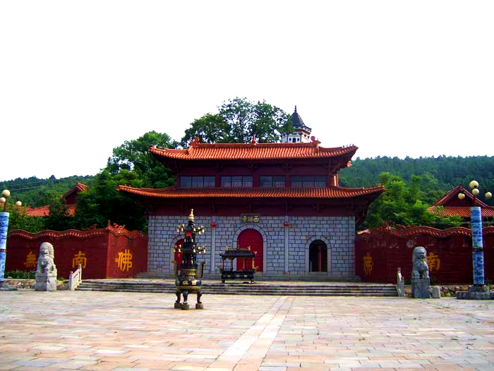 Xilin Monastery (西琳寺) built by Master Huiyong in year 377 in Lushan, Jiangxi Province
