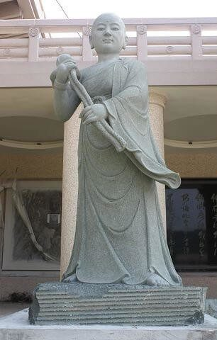 Uppalavanna statue (Click to enlarge)